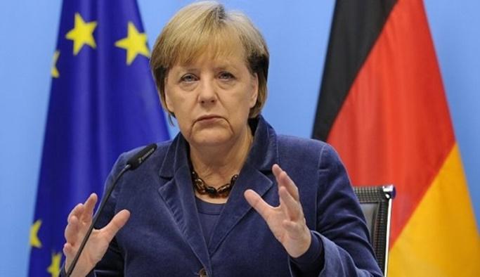 Merkel, Türkiye'yi müzakereleri askıya almakla tehdit etti