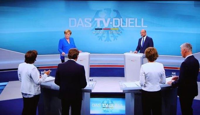 Merkel ve Schulz'un Türkiye düşmanlığı ikisine de kaybettirdi, sağcılara kazandırdı