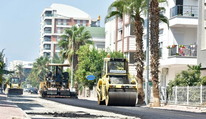 Muratpaşa'dan asfaltlama çalışması