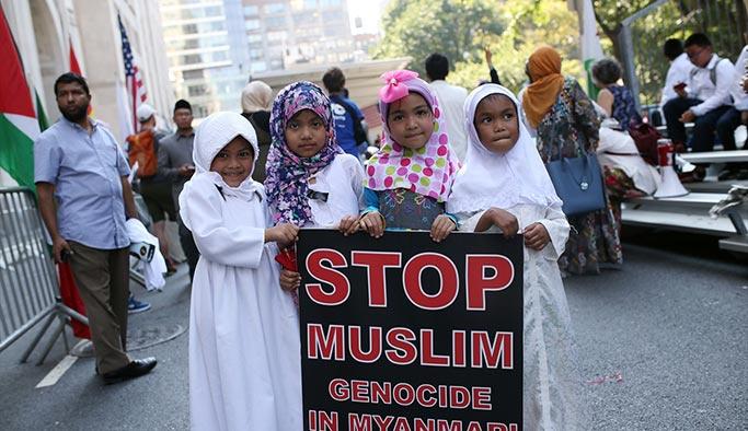 Müslüman Günü Yürüyüşü'nde Arakan protestosu