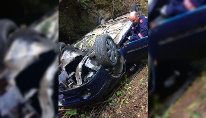Otomobil dere yatağına devrildi: 1 ölü, 2 yaralı
