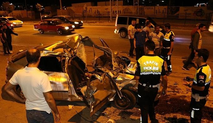 Otomobil park halindeki kamyonete çarptı: 5 yaralı