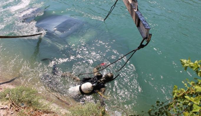 Otomobilin açılır tavanı hayatını kurtardı