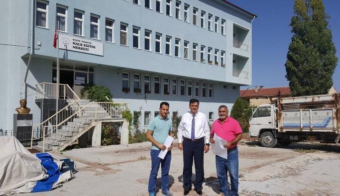 Pazaryeri'nde Halk Eğitim Merkezi çevre düzenleme çalışmaları başladı