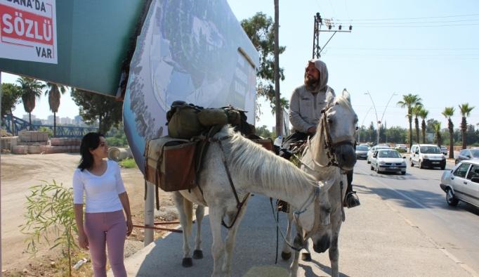 Polonya'dan Kudüs'e at sırtında yolculuk
