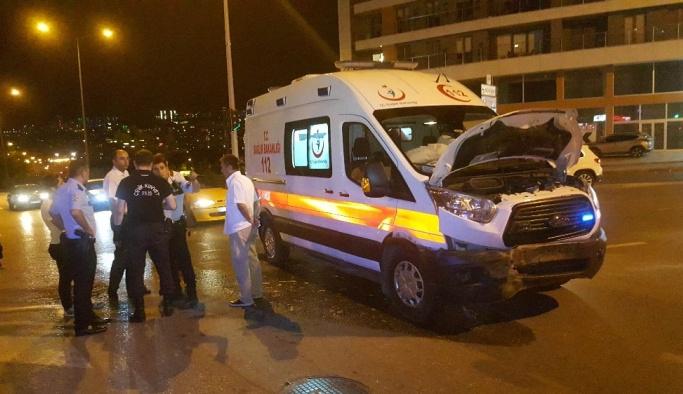 Samsun'da ambulans otomobil ile çarpıştı: 1 yaralı