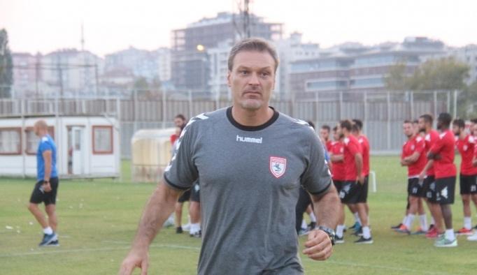 Samsunspor, Alpay Özalan ile devam kararı aldı