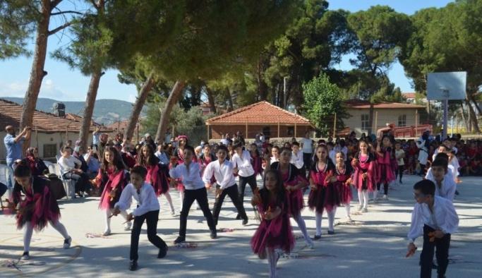 Selendi'de İlköğretim Haftası kutandı