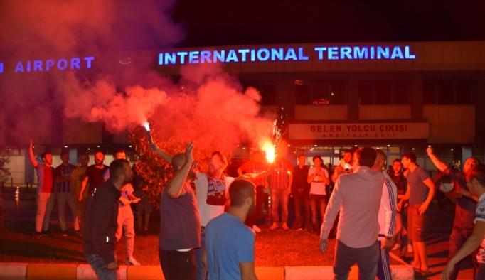 Sosa ve Volkan Şen'e havalimanında coşkulu karşılama