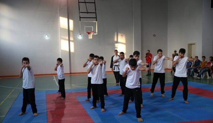 Suriyeli sporcular madalya için ter döktü