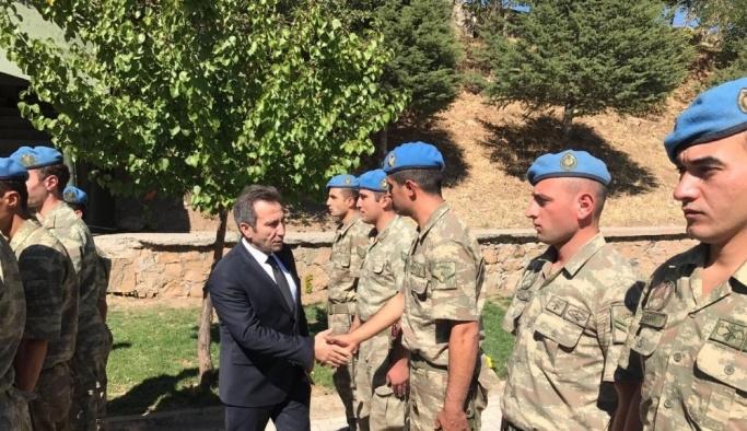 Vali Mantı'dan operasyona katılan askerlere ziyaret