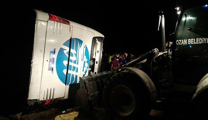 Yozgat'ta yolcu otobüsü devrildi, ölü ve yaralılar var
