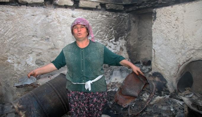 Zeytinköy'de inek ve tavukları hariç her şeyini kaybeden kadın evini terk etmiyor