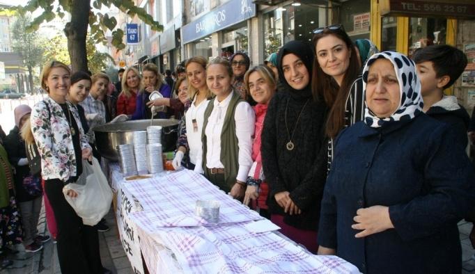 AK Parti Kadın Kolları tarafından aşure programı düzenledi