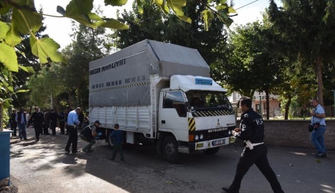 Amcasının kullandığı kamyonetin altında kalan çocuk öldü