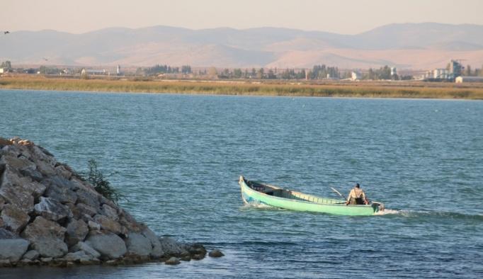 Beyşehir'de, balıkçılar bilinçsiz avlanmadan dertli