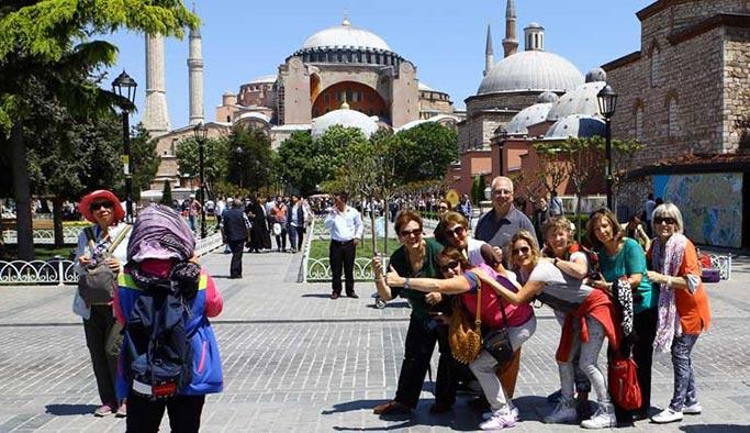 Bütün tehdit ve saldırılara rağmen İstanbul'a turist ilgisi arttı