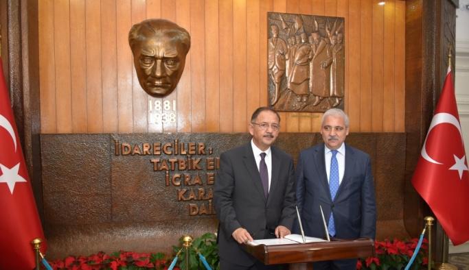 Çevre ve Şehircilik Bakanı Özhaseki Manisa'da