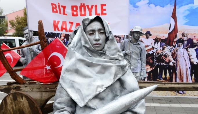 """""""Cumhuriyeti Biz Böyle Kazandık"""" fotoğrafı 84 yıl sonra canlandırıldı"""