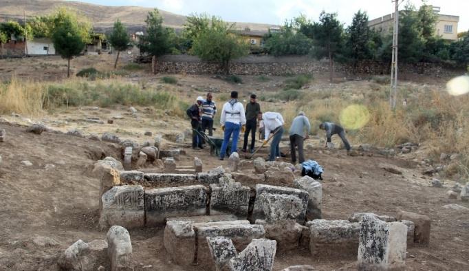 Hasankeyf'te Artuklu dönemine ait 60 mezar bulundu