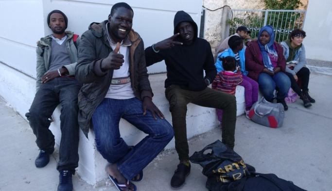 İzmir'de 57 kaçak göçmen yakalandı