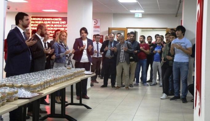 İzmit Belediyesi, öğrenci yurdunda aşure dağıttı