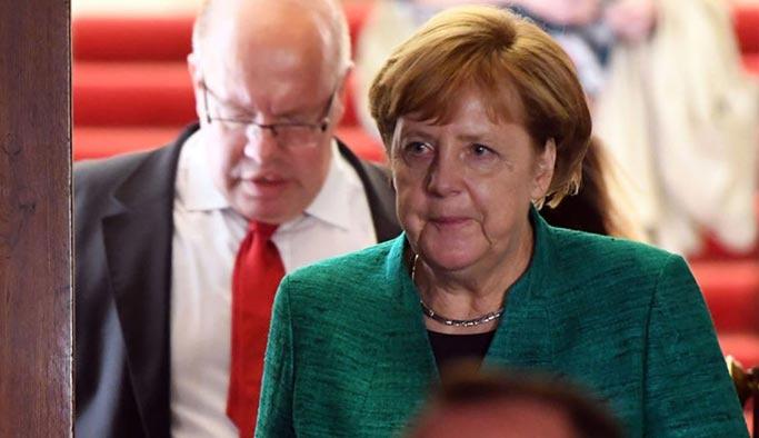 Merkel, Türkiye'ye destek fonlarının kesilmesini istedi