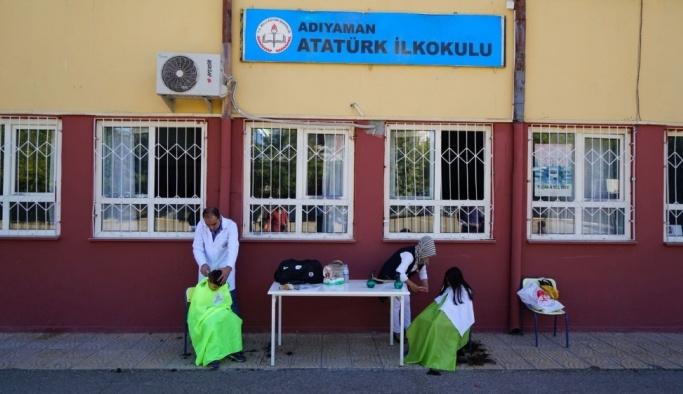 Öğrencilerin saçı kesildi