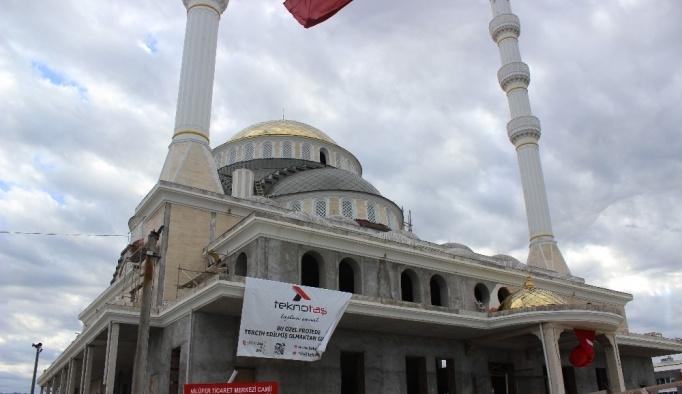 Camiyi 13 milyon liraya satışa çıkardılar