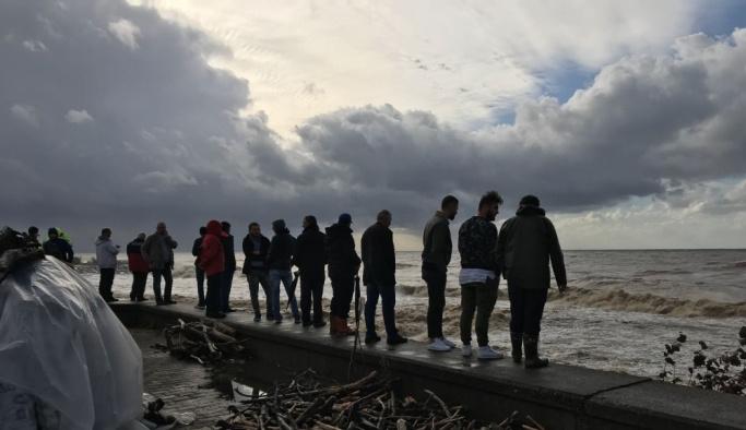 Rize'de sağanak sele neden oldu, bir kişi kayıp