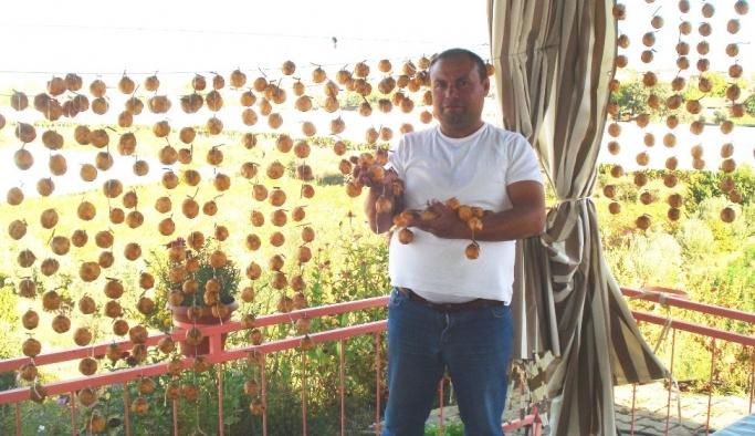 Sarıgöl'de cennet elmasının kurutulmasına başlandı