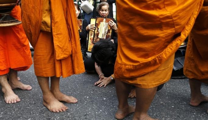Tayland kralı, ölümünün birinci yılında anıldı
