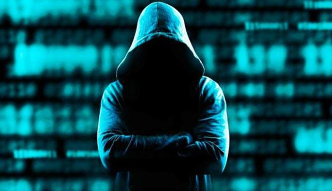 Ünlülere şantaj yapan sosyal medya çetesi çökertildi