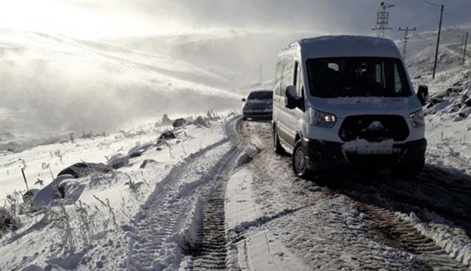 Mevsimin ilk karı yağdı, yollar kapandı