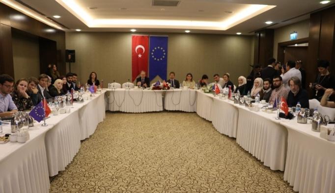 AB Türkiye Delegasyonu Başkanı mültecilerin eğitimini masaya yatırdı