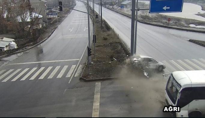 Ağrı'da trafik kazası mobese kameralarına yansıdı