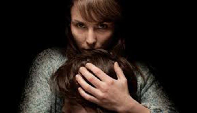 Aşırı korumacı anneler dikkat