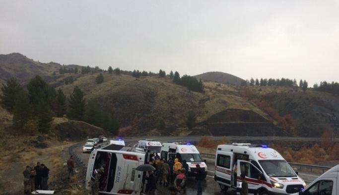Elazığ'da yolcu otobüsü devrildi, ölü ve yaralılar var