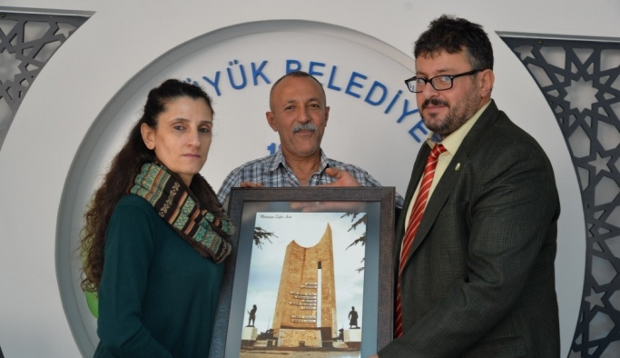 Hatay Büyükşehir Belediyesi Tiyatro ekibinden Bozüyük Belediyesi'ne teşekkür plaketi