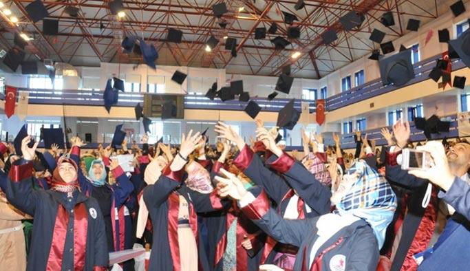 İlahiyat mezunları sadece İmam-Hatip'te öğretmenlik yapabilecek