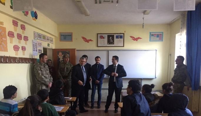 Kaymakam Dundar'ın okul ziyaretleri