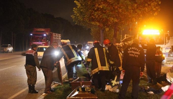 Kontrolden çıkan kamyonet faciaya neden oldu: 2 ölü, 4 yaralı