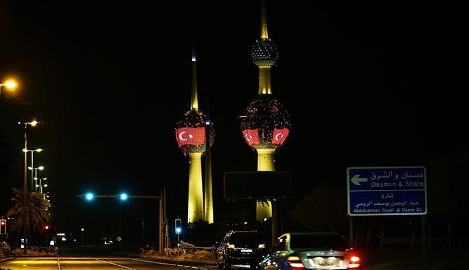 Kuveyt'te Erdoğan'a 'Ay-Yıldızlı' karşılama