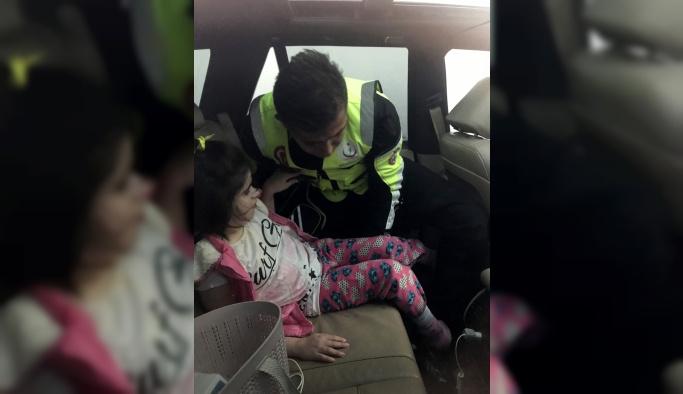Lüks cipte mahsur kalan engelli çocuğu itfaiye ekibi kurtardı