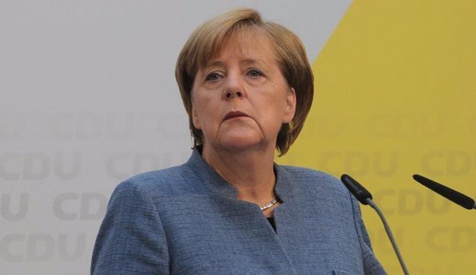Merkel'e partisinden şok, istifasını istediler