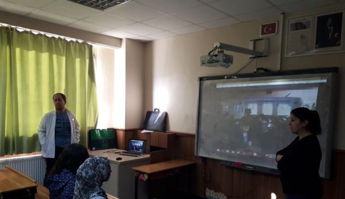 Polonya ve Türkiye arasında online ders