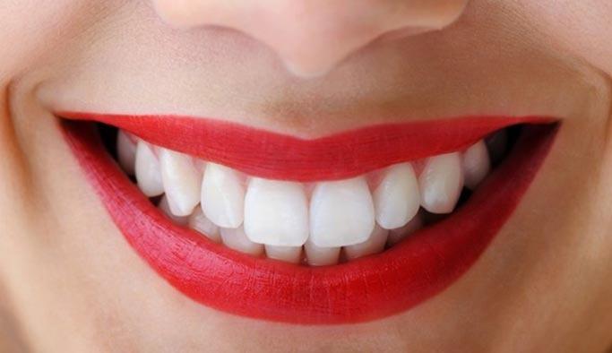 Sağlıklı dişler için önerilen 10 gıda maddesi