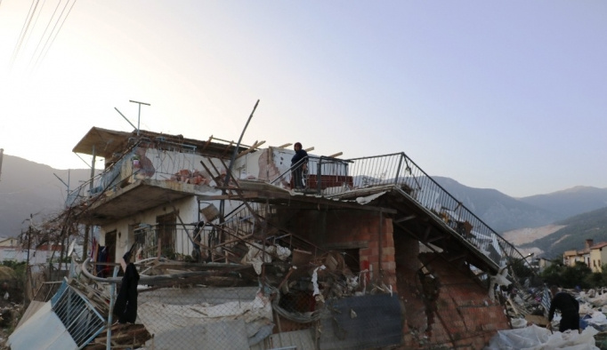 Seraları zarar gören çiftçiler devletten gelecek maddi yardımı bekliyor