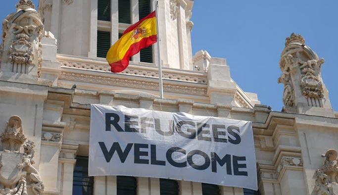 Ülkede yer kalmadı gerekçesiyle göçmenleri cezaevine aldılar