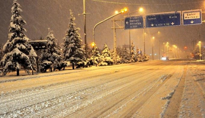 Uşak'ta kar yağışı başlıyor, sıcaklıklar düşecek